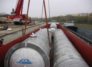 Dieser Transport war 3 Tage für ca. 80 km auf der Straße unterwegs, die Hanse hat in 12 Tagen ca. 1600 km auf den europäischen Wasserstraßen zurückgelegt.
